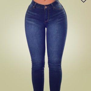 Fashion Nova - Highwaisted Jeans - BRAND NEW